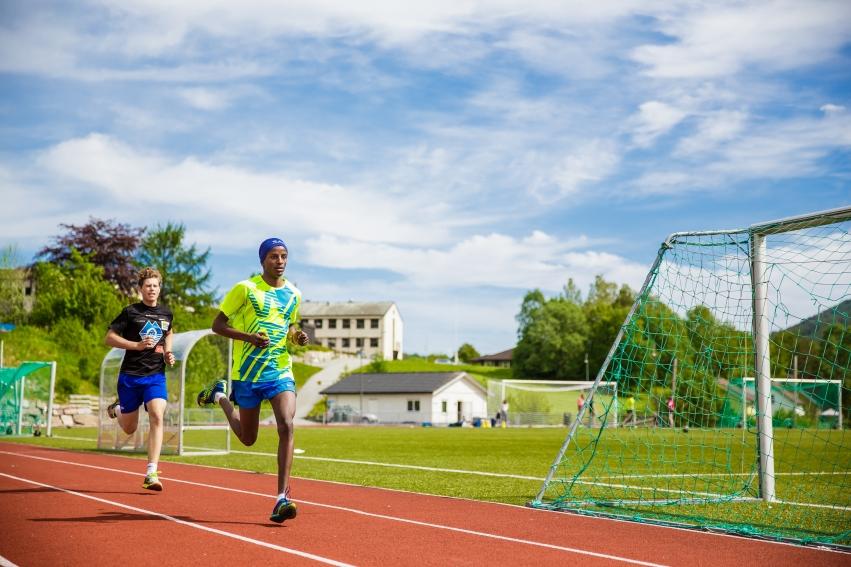 Elever på idrettsfag med toppidrett friidrett